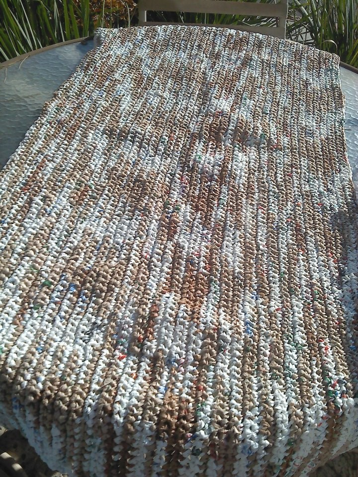 Crocheting Mats From Plastic Bags : DIY] Crochet Plastic Bags into Sleeping Mats for the Homeless 1 ...