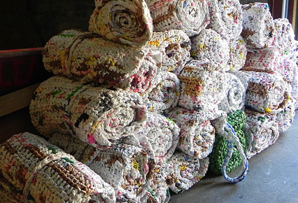 Diy Crochet Plastic Bags Into Sleeping Mats For The